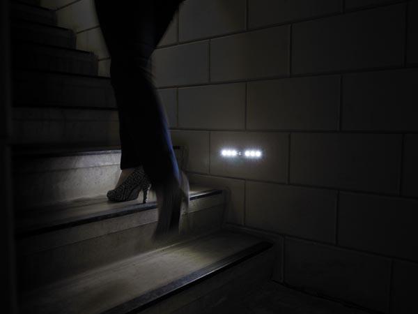 Aplique iluminacion led sensor pir movimiento a pilas - Iluminacion led escaleras ...